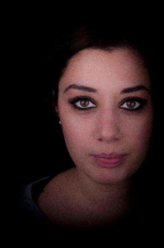 Tre fiammiferi accesi uno per uno nella notte Il primo per vederti tutto il viso Il secondo per vederti gli occhi L'ultimo per vedere la tua bocca E tutto il buio per ricordarmi queste cose Mentre ti stringo fra le braccia. - Jacques Prévert
